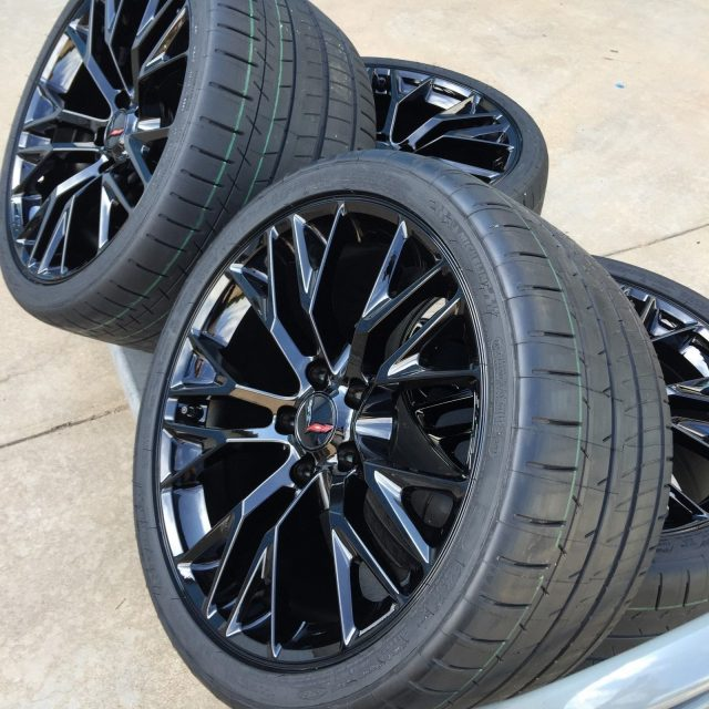 C7 Z06 GM Black Wheel Tire Package-1