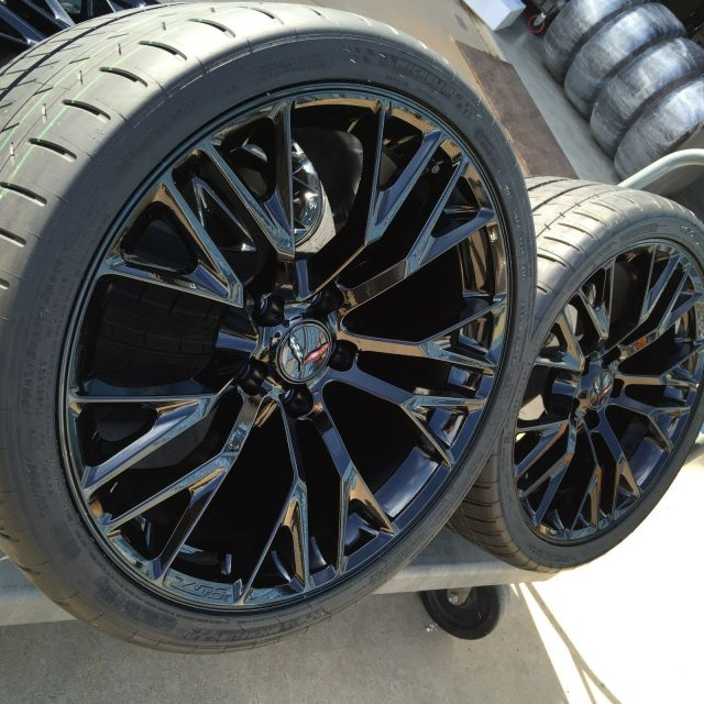 C7 Z06 GM Black Wheel Tire Package-2